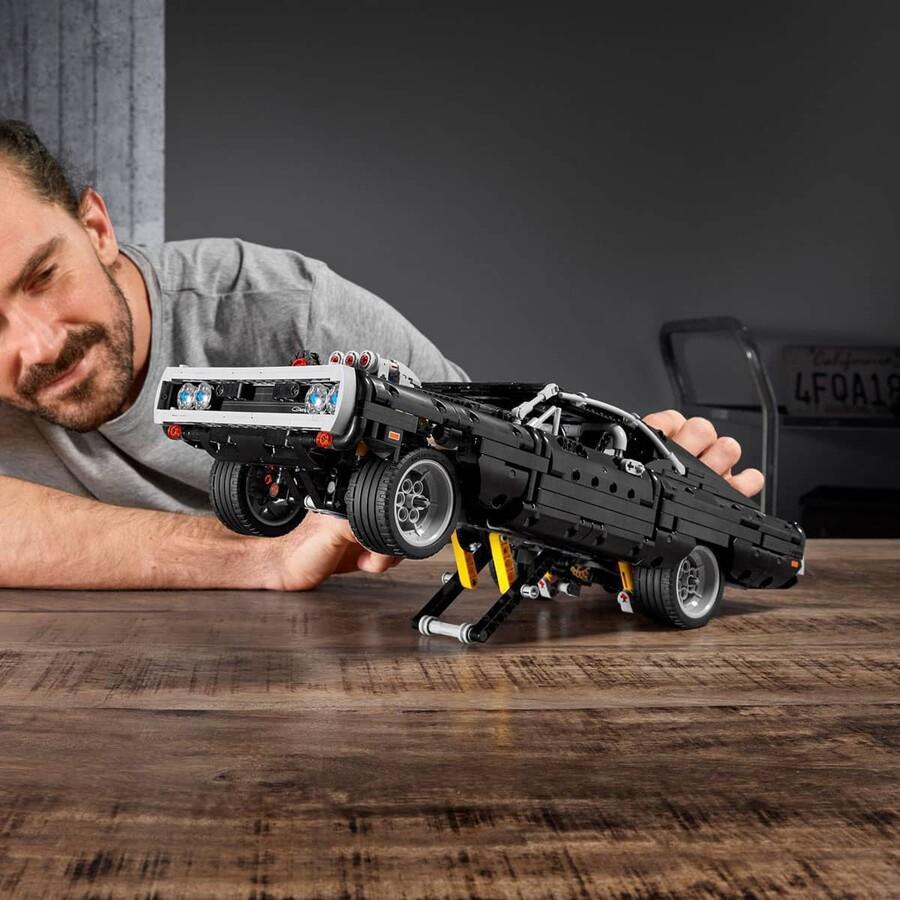 42111 LEGO Technic Dom'un Dodge Charger'ı