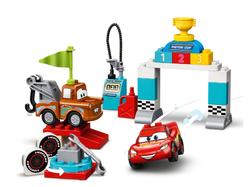 LEGO - 10924 LEGO DUPLO Cars Şimşek McQueen'in Yarış Günü